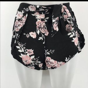 Kendall and Kylie tulip wrap floral shorts small